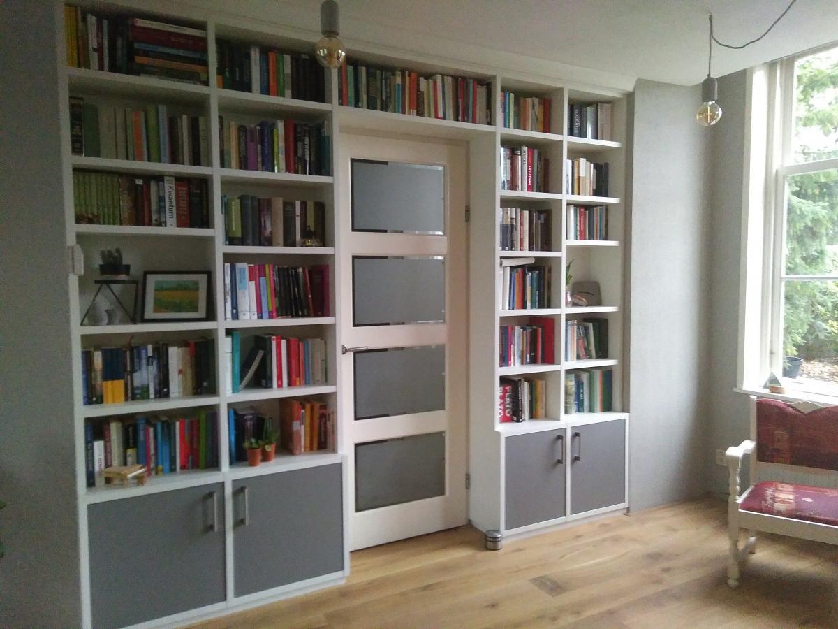 Boekenrek Tegen Muur.Boekenkasten Op Maat Met Een Bijzonder Goede Prijs