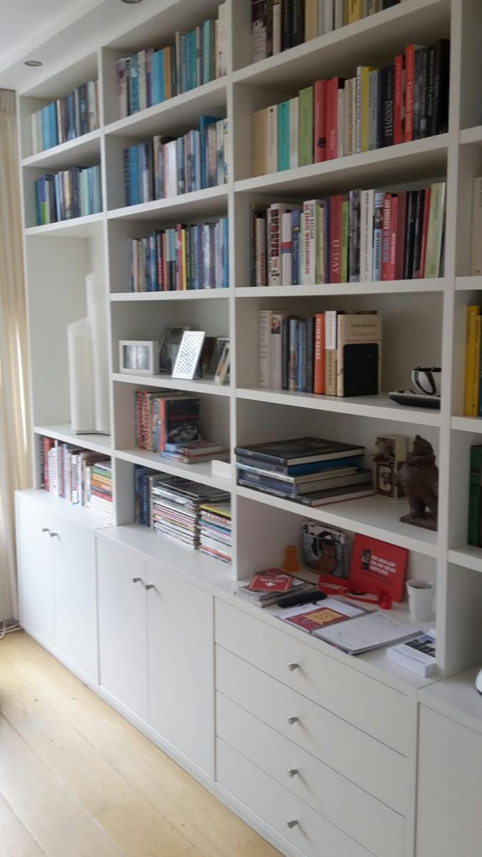 boekenkast in hoekopstelling
